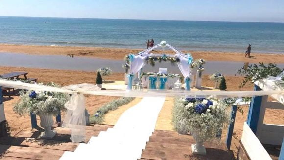Matrimonio Spiaggia Pesaro : Originale matrimonio sulla spiaggia di triscina