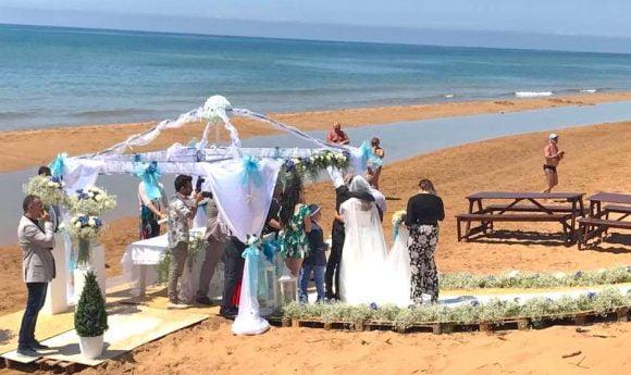 Matrimonio Spiaggia Eventi : Originale matrimonio sulla spiaggia di triscina
