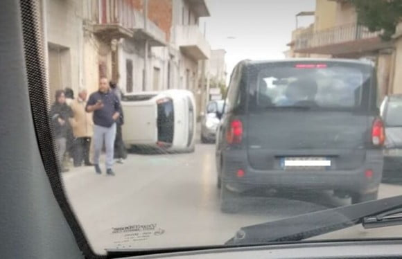 auto incidente via seggio