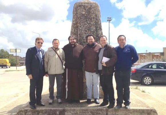 nella foto da sin il sindaco Felice Errante, Nino Bonanno, Fra'Salvatore e Frà Nino, l'assessore Antonino Centonze e Francesco Mandina