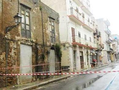 Immobile della Via Mannone, demolito a marzo