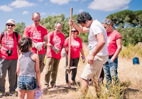un momento dei campi di volontariato di Libera a Castelvetrano