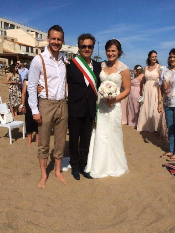 Sulla spiaggia di marinella il matrimonio di due inglesi for Primo permesso di soggiorno dopo matrimonio