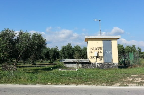 Murales per messina denaro sulla statale tra cobello e mazara