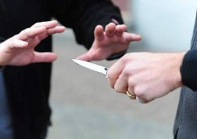 minaccia coltello trapani