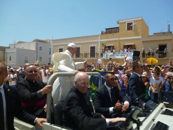 papa francesco lampedusa 1
