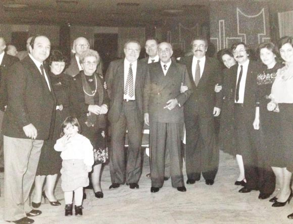 Mangiaracina è il primo da sx... Bonanno al centro con il presidente FIGC, il cavaliere Orazio Siino nel corso della premiazione della stella di bronzo al merito sportivo al Gs folgore 1945