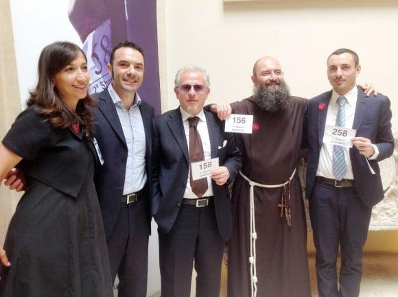 """Laura Iucci (Unhcr), l'AD Giorgio Buffa, Salvatore Montemario, fra Antonio Tofanelli (presidente """"Fly for peace"""") e Flavio Bianchi (Unhcr)"""